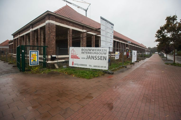 Een jaar lang lag de renovatie van de Sint-Albertussite stil door faling.Nu zijn de werken hervat.