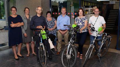 Vier fietsers meten luchtkwaliteit in stad