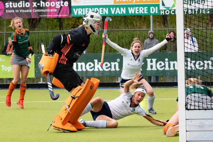 Vreugde bij HC Tilburg na de 2-1 eerder dit jaar in de derby. Het duel eindigde uiteindelijk in 2-2, door een doelpunt van Were Di in de slotminuut.