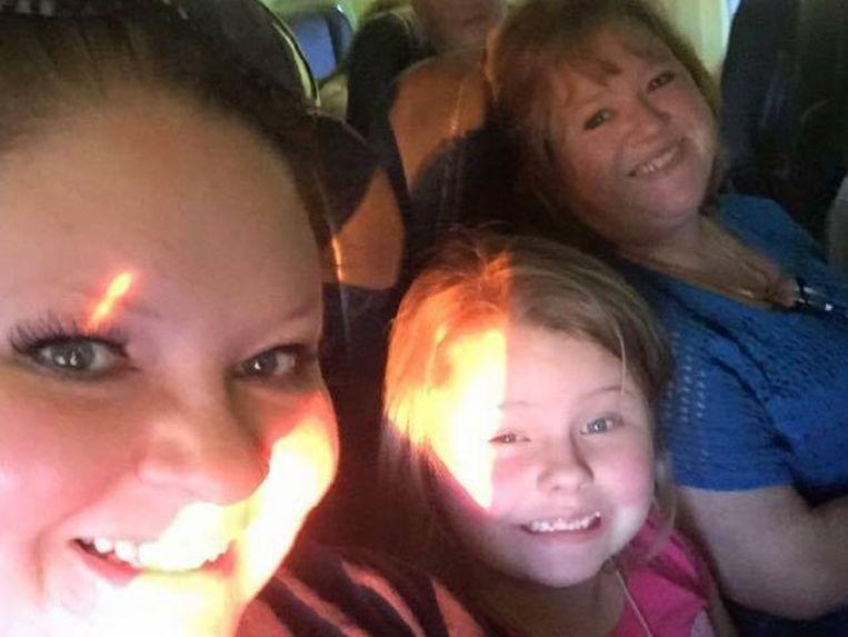 Sabrina met haar dochter Jensyn en haar moeder Wilma.