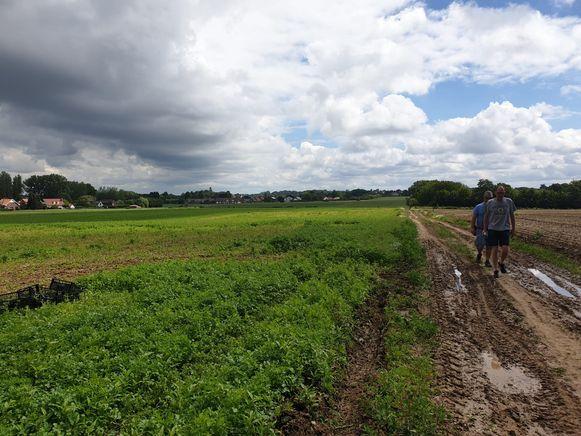 De historische wandeling voerde de Oppemnaren langs een 20-tal markante plaatsen.