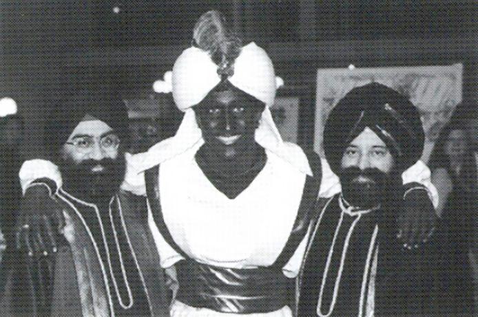 Op een Arabisch themafeest van de school waar hij toen werkte, ging Justin Trudeau verkleed als een personage uit Aladdin.