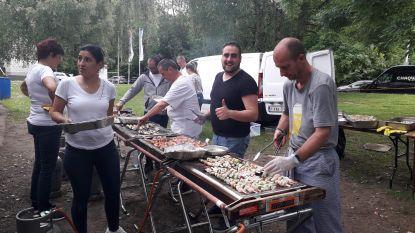 2000 personeelsleden schuiven aan tafel voor VUB BBQ