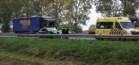 File op de A12 richting Duitse grens: één rijbaan afgesloten wegens ongeluk