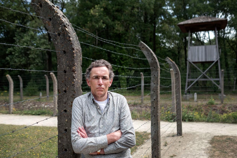 """Peter Bak, hier in kamp Vught, noemt zichzelf een rechtlijnige en realistische historicus: """"Ik wil weten hoe dingen gegaan zijn""""."""