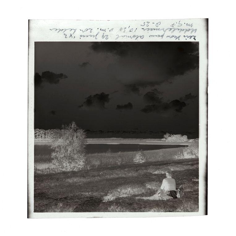 Een van de foto's uit 'Donkere duinen', gemaakt op 29 juni 1942. Beeld 'Donkere Duinen'