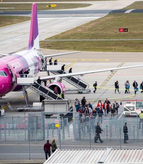 Volle vliegtuigen op 'Asperge Airport' Eindhoven; luchthaven worstelt met die 1,5 meter
