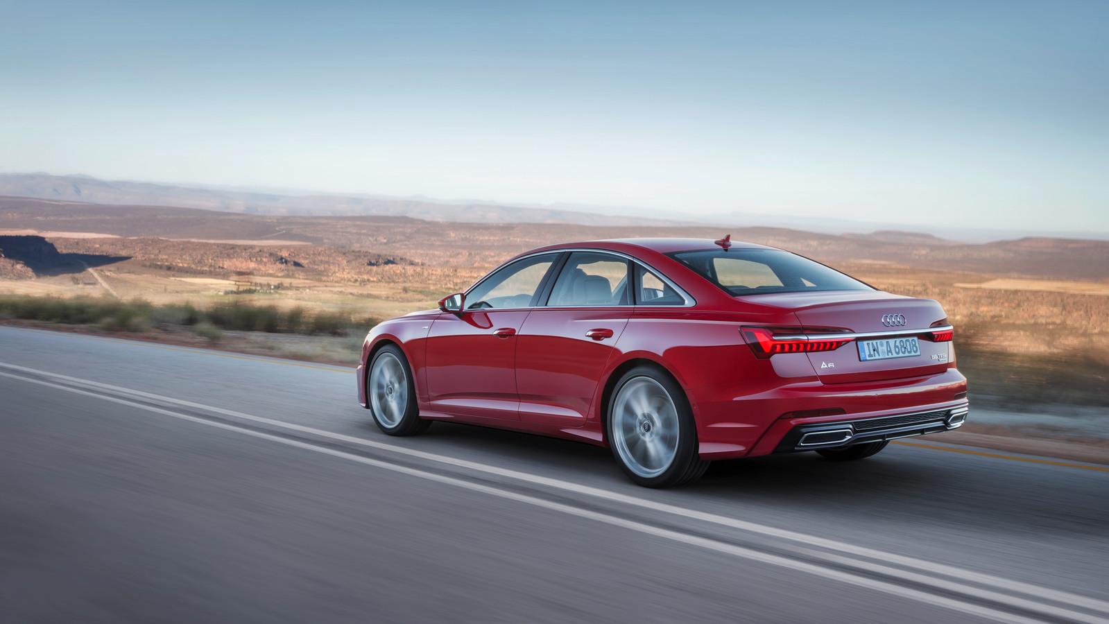 Inparkeren Terwijl Je Naast De Auto Staat De Nieuwe Audi