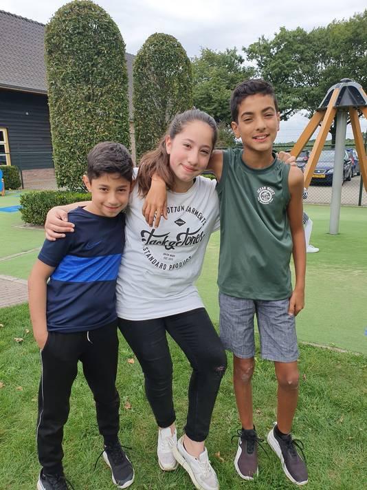 Vlnr. Munzur Yalcin (12), Damla Akbas (12) en Mert Akbas (9)