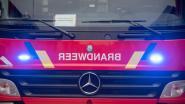 Vrachtwagen verliest pakken rotswol langs Grote Steenweg: warm werkje voor brandweer