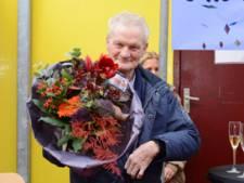 Ome Jan (85) gaat gewoon door bij pepernotenfabriek Harderwijk