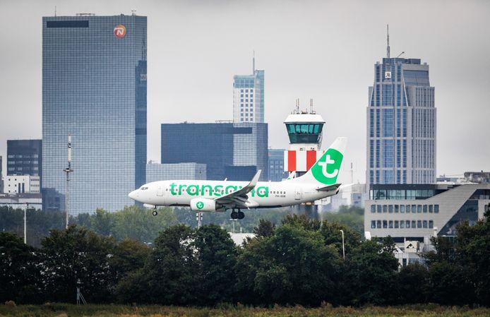 Vliegtuigen moeten in de toekomst stiller en schoner zijn. Op Rotterdam The Hague Airport komt een lab om daar oplossingen voor te bedenken.