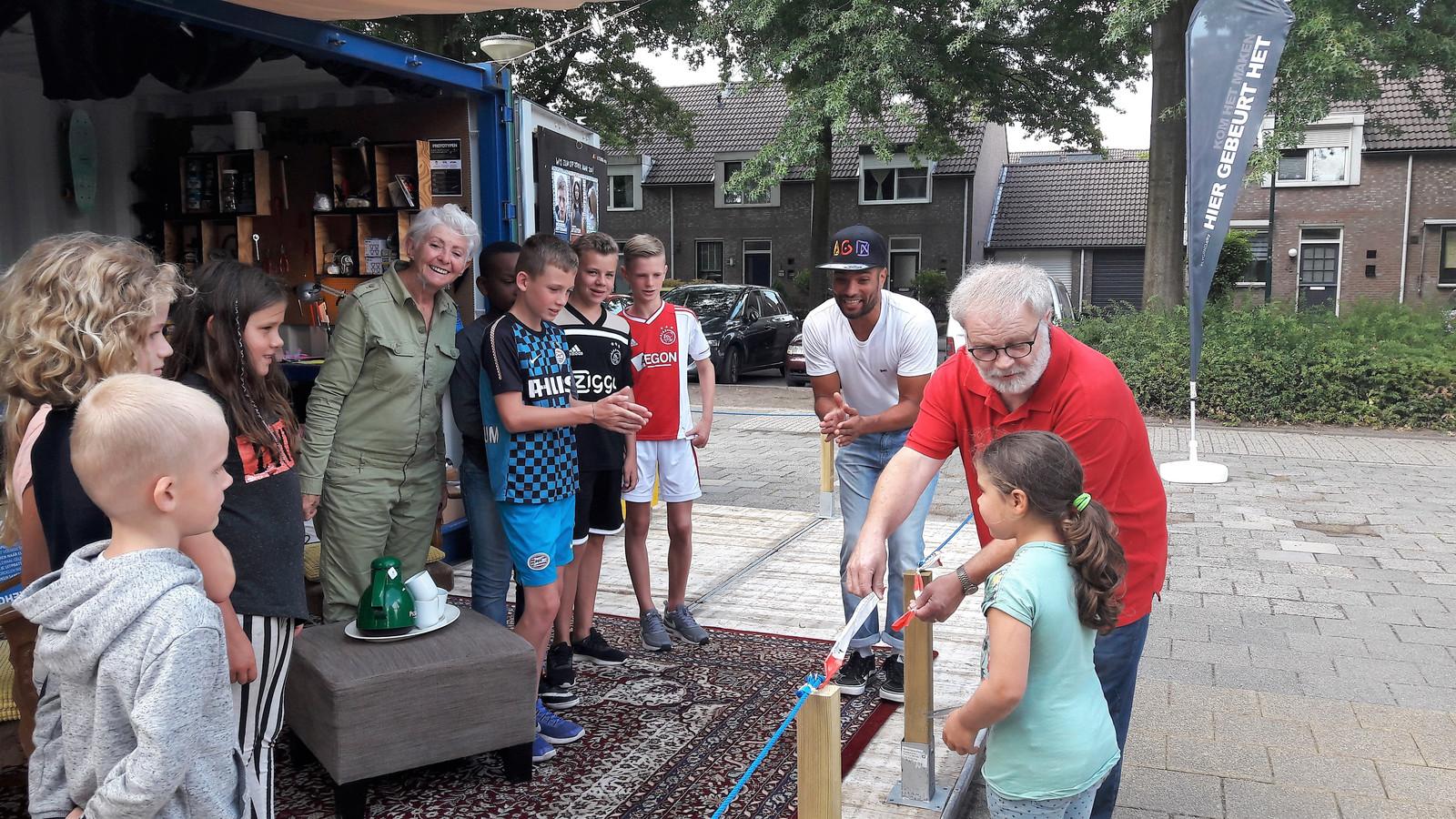 De zesjarige Summer Lily mocht afgelopen vrijdag PLYGRND openen samen met wethouder Wil Ligtenberg.