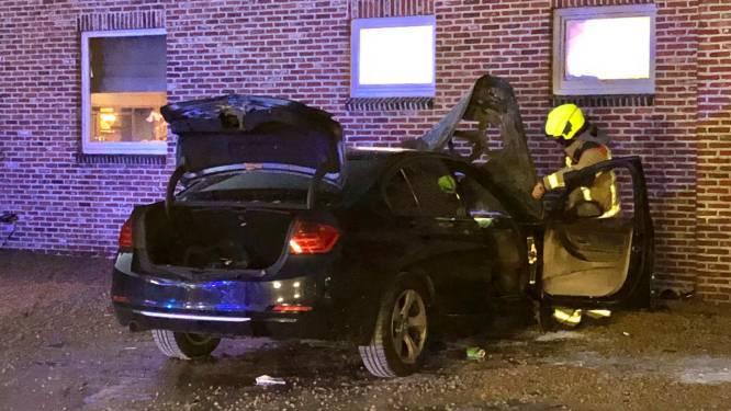 Eet-Kaffee ontruimd na autobrand op parking