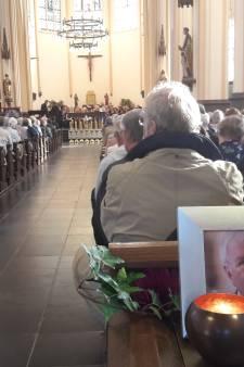 Mierlo neemt afscheid van laatste ere-burger