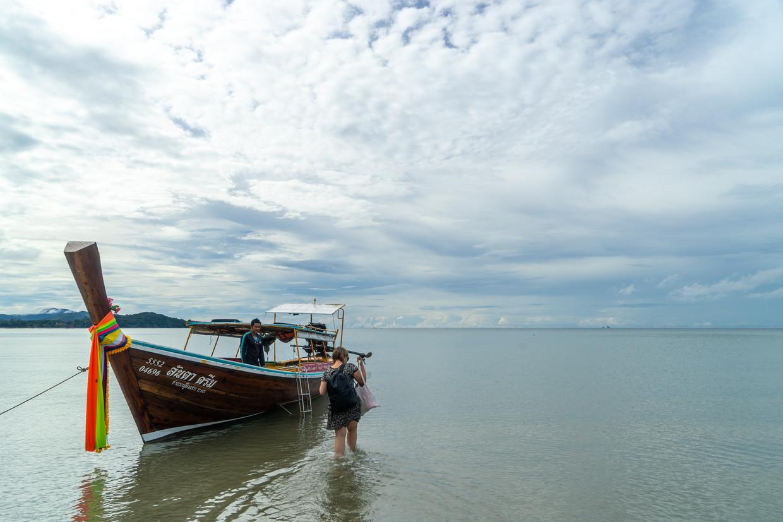 Trip met een longtailboat (toen zag de zee er nog rustig uit).