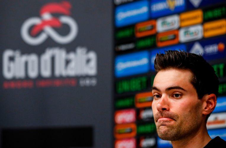 Tom Dumoulin tijdens een persconferentie voorafgaand aan de Ronde van Italië 2019. Beeld AFP