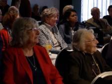 De strijd tegen eenzaamheid: Wethouders nemen ouderen mee naar jazzconcert