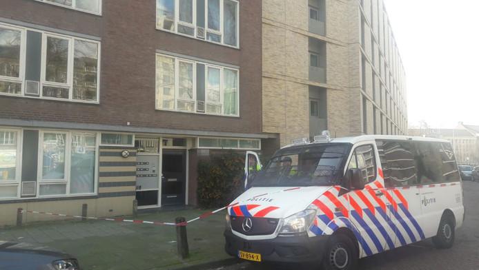 Het pand aan de Oudenoord in Utrecht waar de verdachte werd gearresteerd.