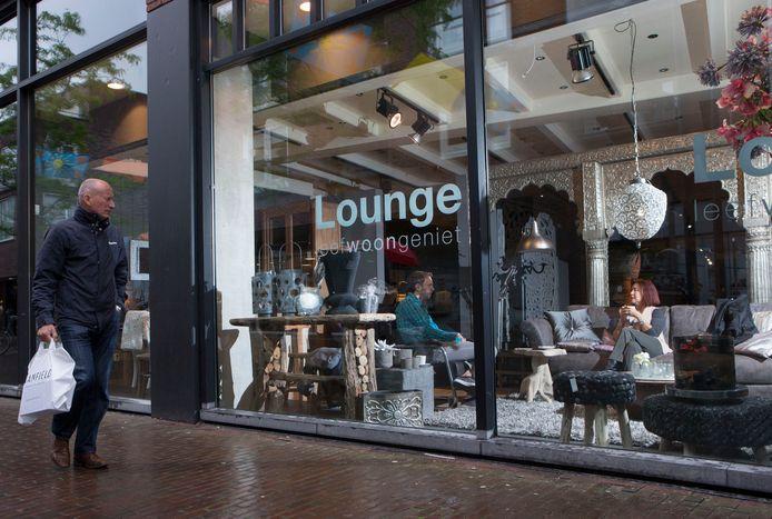 De winkel van De Lounge Interieur in Ede op archiefbeeld.