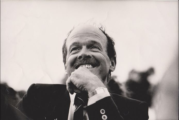 De meubelstoffeerderij van Theo Snijders bevond zich eerst aan de Geest, tegenover ijssalon Florencia, en later aan de Haagse Elandstraat. Als bondscoach van het Nederlands rugbyteam zag hij de hele wereld.