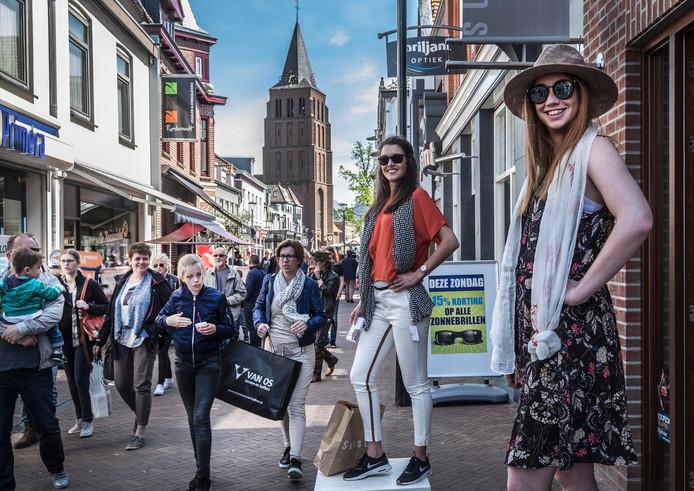 In steeds meer gemeenten, zoals hier in Boxmeer, is winkelen op zondag normaal.
