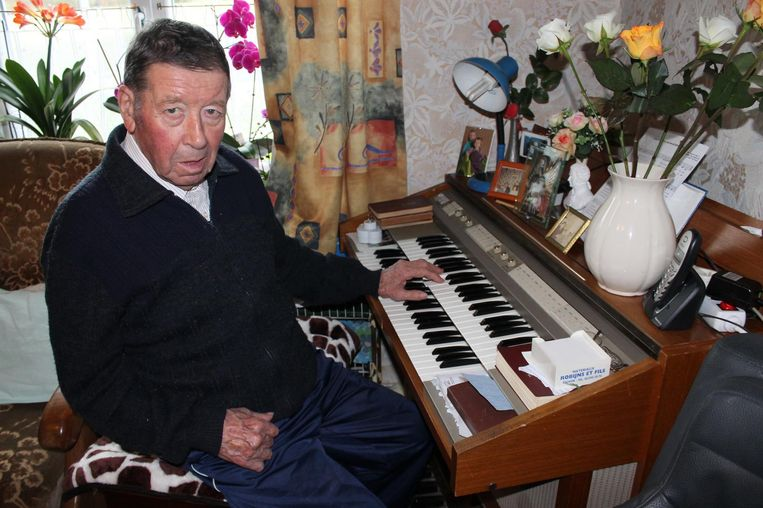 """Gaston Delbaer in 2016. Door een hersentrombose kon hij uiteindelijk nog met één hand orgel spelen. """"Maar ook dan klonk hij feilloos"""", bewondert collega Andy Penne."""