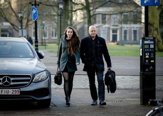 Advocaat Robert Snorn kwam vanochtend al vroeg aan bij de rechtbank. Hij staat vader Gerrit Jan van D. bij.
