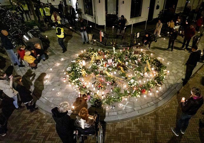 Belangstellenden tijdens de herdenking van Jan (73) in Arnhem.