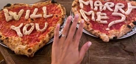 Il fait sa demande en mariage avec des pizzas