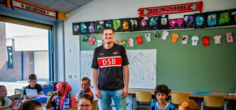 Meester Ilja heeft het zwaar in klas vol Feyenoordsupporters