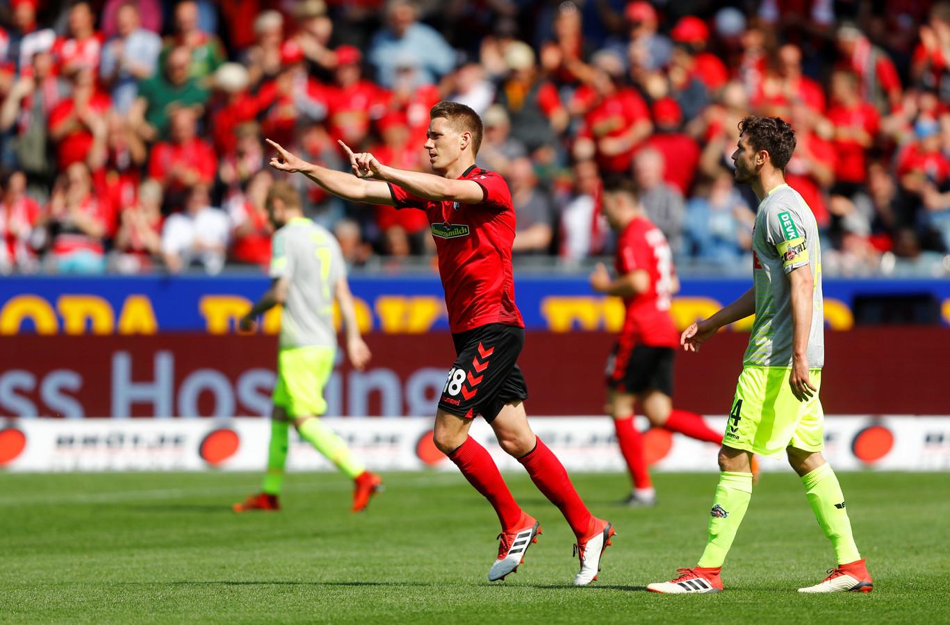Freiburg-speler Nils Petersen viert zijn doelpunt tegen Köln.