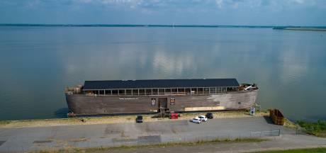 Gehavende Ark van Noach komt op krachten aan Ketelmeerdijk