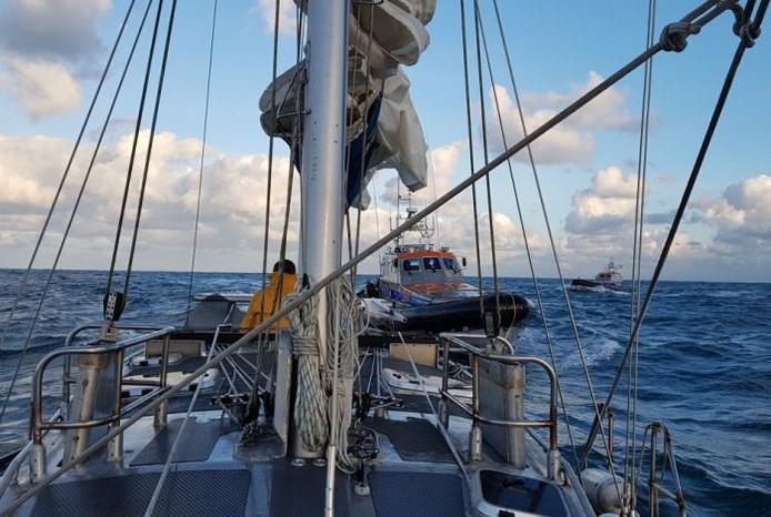 Zeiljacht in problemen op Noordzee
