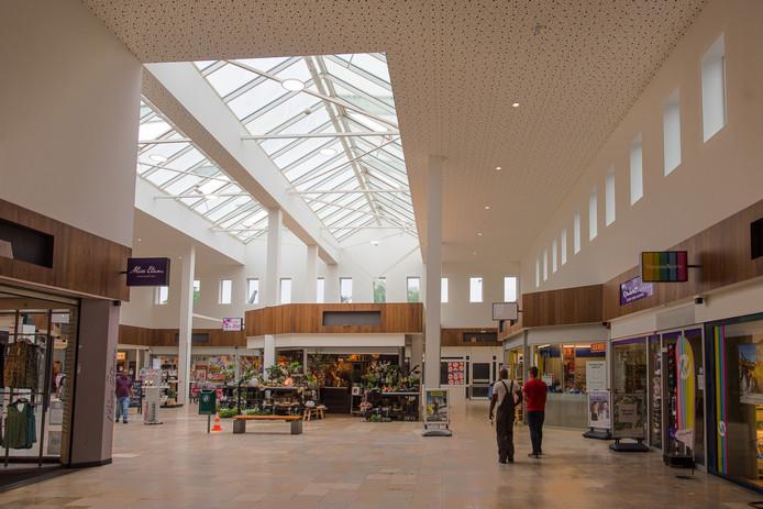 De renovatie van winkelcentrum De Els in Waalwijk is bijna klaar. Nu de kosten meevallen, willen de pandeigenaren toch een nieuwe vloer.