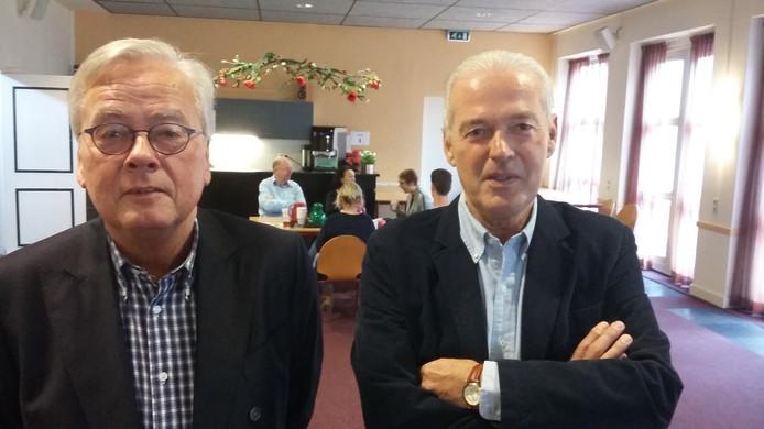 Ton van Oss (links) heeft de rol van voorzitter binnen het bestuur van de KBO Oldenzaal overgenomen van Theo Hampsink.