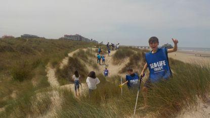 Leerlingen De Vlindertuin maken stuk strand in Blankenberge zwerfvuilvrij