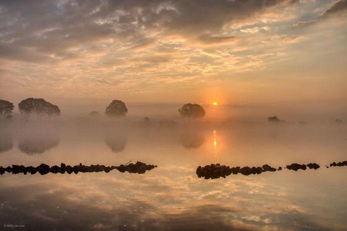 Nelly Maas legde de zonsopkomst bij de Maas in Cuijk vast.