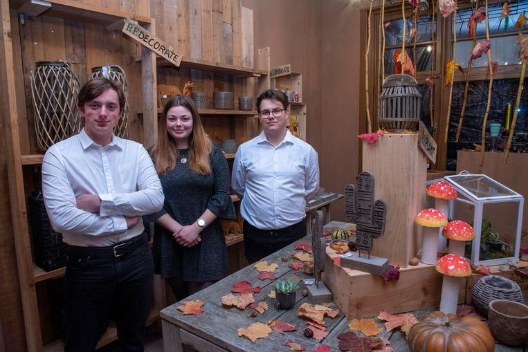 Laure Covent, Bryan De Thaey en Jarne Venneman openen Leerwinkel Rehouse aan de Wegvoeringstraat.