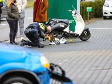 Twee gewonden bij botsing tussen auto en scooter in Apeldoorn