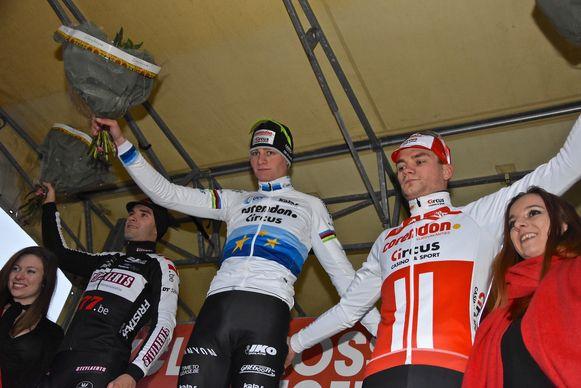 Hexia cyclocross Gullegem - het podium met Mathieu van der Poel op het hoogste schavotje