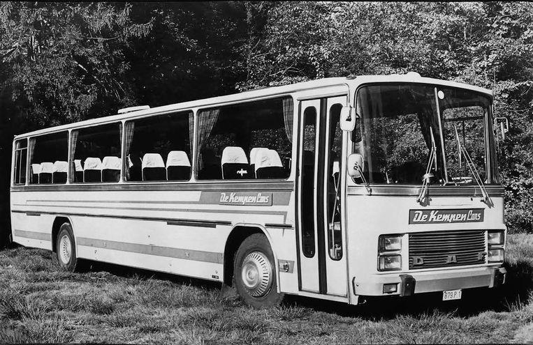 De eerste bus van Kempencars in Meer waarmee het allemaal begon voor Verhoeven.
