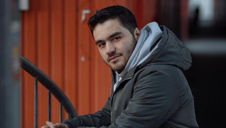 Mohab Katmeh woont als statushouder in een containerwoning in Amsterdam-Noord Beeld Marc Driessen