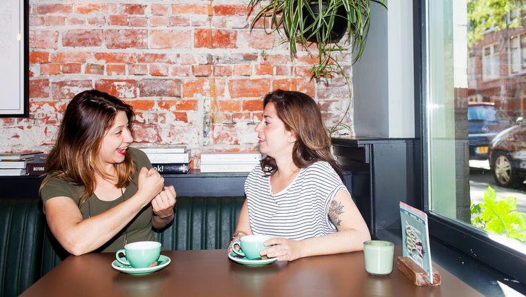 'Zussentaal', noemen Samantha en Sharon het als ze samen praten Beeld Renate Beense