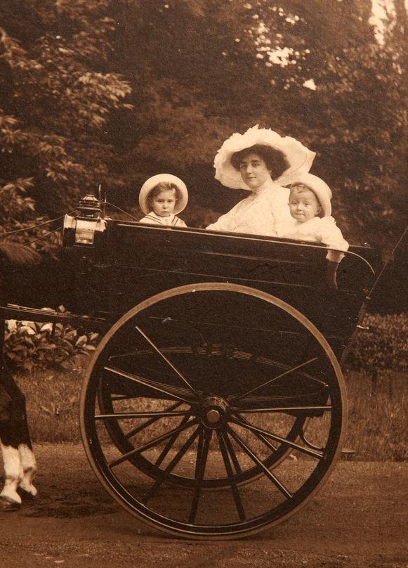Lucien Durrieux (links) en Philippe Durrieux (rechts), de buitenechtelijke kinderen van Leopold II en Blanche Delacroix.