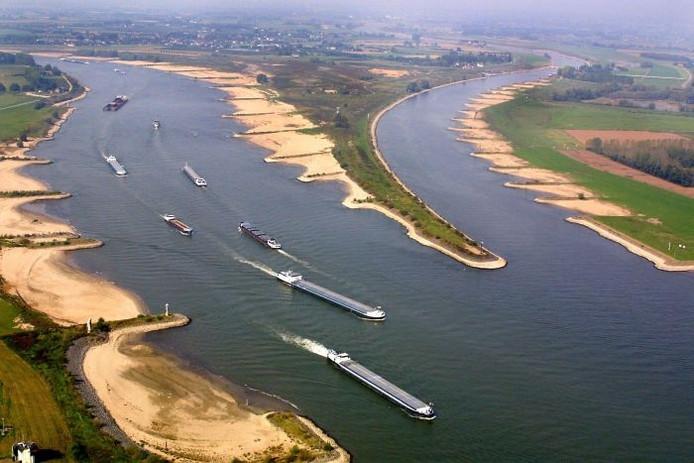 Luchtopname van de Rijn, daar waar de Rijn zich splitst in de Waal (links) en het Pannerdensch Kanaal (verderop Rijn). Foto: GPD