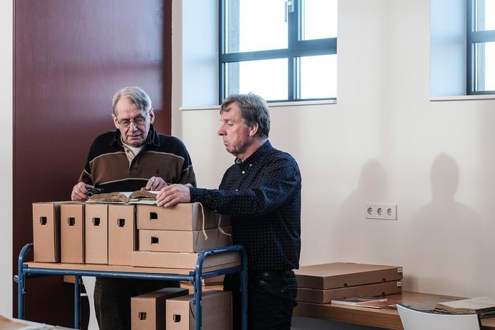 Amateurhistoricus Theo Willemsen (links) en ECAL-archivaris Willem Willemsen. Foto: Jan van den Brink