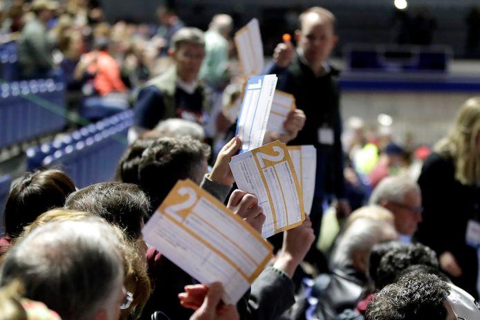 Democraten in Des Moines (hoofdstad van Iowa) brengen hun stem uit op presidentskandidaat en voormalig vicepresident Joe Biden. (4/02/2002)