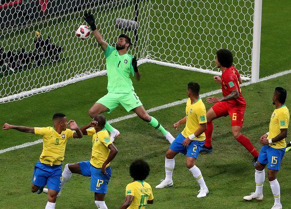 13' Fernandinho kopt in eigen doel: 0-1.