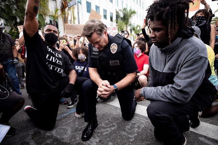 Cory Palka, chef van de politie van Los Angeles, knielde in mei  samen met Black Lives Matter-demonstranten neer ter nagedachtenis aan George Floyd.